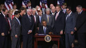 374515_Obama-va-signing